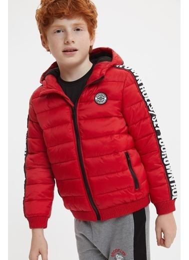 DeFacto Erkek Çocuk Baskılı Kapüşonlu Şişme Mont Kırmızı